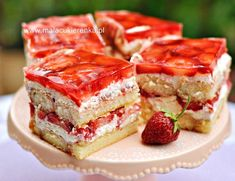 Ciasto z truskawkami na biszkoptach