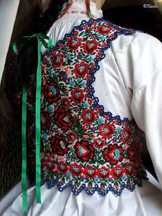 Sárközi himzett pruszlik, mellény Art Costume, Folk Costume, Costumes Around The World, Mori Girl Fashion, Folk Clothing, Hungarian Embroidery, Ethnic Outfits, Folk Dance, Embroidered Clothes