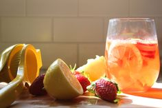 Nothing like a glass of fresh lemonade -- 10 ways to jazz it up this spring #AlexiaSimplySpring