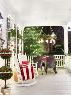 Create a sparkling light display each night during the holiday season with these tips and tricks for bringing envy-worthy curb appeal to your front yard.