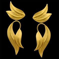 Brinco DENDROBIA. Disponível em Ouro 18K, Prata e Gold Plated. Alt: 5,9 cm  Larg: 1,9 cm