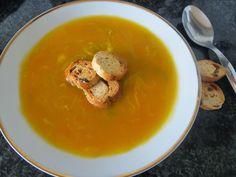 Su Delícia: Sopa de legumes na Yammi Thai Red Curry, Ethnic Recipes, Food, Veg Soup, Recipes, Ideas, Ethnic Food, Essen, Yemek