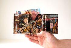 WONDER WOMAN Portemonnaie DC Comic upcycling Unikat! PauwPauw Brieftasche, Geldbörse, Geldbeutel Superheldin Comic  handmade in Berlin von PauwPauw auf Etsy