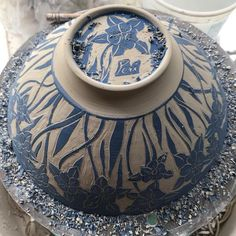 A carving moment. #creativeprocess #blue #blueandwhite #blueslip #sgraffito #bowls #flowers #flowersofinstagram #inmystudio #onmytable #porcelain #clay #ceramics #contemporaryceramics #inthegarden #maker #makersmark #makesomethingbeautiful