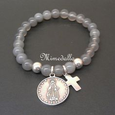 Pulsera con medalla....I've made some like this but with little Virgín medals