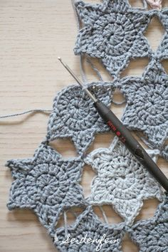 Pullover im Streifen-Look Grau Gerry WeberGerry Weber - Knitting Bordado Diy Crochet And Knitting, Crochet Faces, Freeform Crochet, Crochet Motif, Crochet Crafts, Crochet Stitches, Baby Knitting, Crochet Projects, Crotchet Patterns