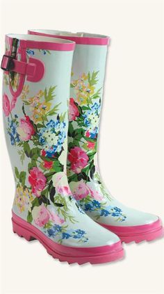A spray of floral blooms grace buttercream-hued rain boots that take you from puddle jumping to the garden.