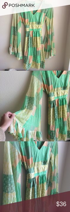 🎨 Vintage bell-sleeve babydoll dress Well made vintage piece that is super flattering. Sized 14, but fits like a small. I do not wear it enough, hopefully someone can give it the love it deserves. vintage Dresses Mini