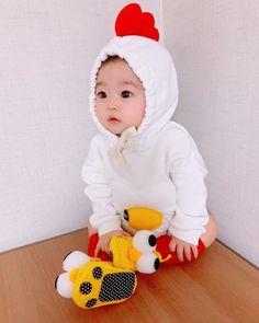 Cute Baby Girl Pictures, Cute Baby Boy, Cute Little Baby, Cute Baby Clothes, Little Babies, Baby Photos, Cute Asian Babies, Cute Funny Babies, Korean Babies