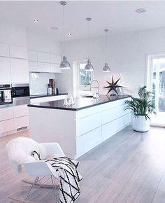 Have a nice evening🍃🌸🍃Så stilrent og delikat👌🏻Cred; foto fineste @cathrinedoreen #inspirasjon #vakkert #flink 😍😘#gofollow #design #interior123 #interiordesign #details #kitchen #kitcheninspo #love #scandinavianhome #nordichome #styling #homedecor #decor #nofilter #followme #interiør #interiordetails #designinspiration #interior4all #interior_design #interior4you #inspiration #instastyle #style #interior