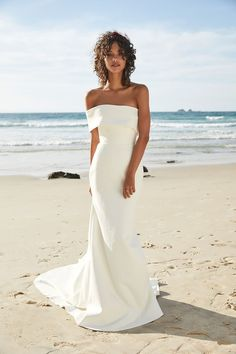 In general, the choice of beach wedding dresses is endless. Such a romantic type wedding is much deserving of a simple sexy wedding dress. Elegant Wedding Dress, Perfect Wedding Dress, Modern Wedding Dresses, Modest Wedding, Elegant Modern Wedding, Elegant Gown, Wedding Styles, Backless Wedding, Straight Wedding Dresses