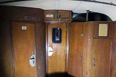 Splachovacie WC s umývadlom (vľavo). Vstup do priestoru pre pasažierov (vstrede). Miesto pre kachle (vpravo). | Nový Čas Arches, Lockers, Armoire, Locker Storage, Cabinet, Furniture, Home Decor, Fotografia, Bows