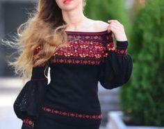 Трикотажная шерстянная блуза украшенная мотивами от GrainField