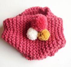 Le tricot facile : le snood à pompons pour enfant – Lucette et Suzette Crochet Snood, Bonnet Crochet, Crochet Diy, Diy Crafts Knitting, Knitting Projects, Crochet Projects, Knitting Patterns, Bandeau Crochet, Tricot Baby