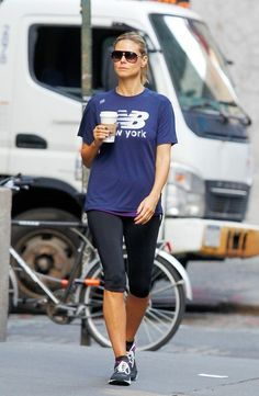 Love Heidi Klum's casual workout wear style!