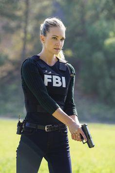 Photos - Criminal Minds - Season 13 - Promotional Episode Photos - Episode - The Bunker - Criminal Minds Jj, Detective Aesthetic, Jennifer Jareau, Mode Kpop, Leder Outfits, Military Women, Badass Women, Dream Life, Role Models