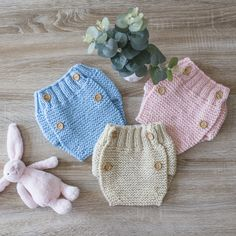 Baby Cardigan Knitting Pattern, Knitting Patterns, Sunbonnet Sue, Crochet Crafts, Crochet Bikini, Knitted Hats, Winter Hats, Clothes, Color
