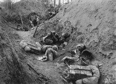 Aufnahme von 1918 zeigt eine durch die Österreicher eroberte italienische Stellung an der Piave-Front.