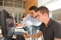 Tieto- ja viestintätekniikkaa (TVT) opetetaan suomalaisissa yläkouluissa harvoin valmiiden yhtenäisten oppimateriaalien avulla. Opettajat kokoavat usein