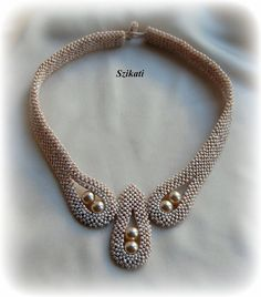 Beaded beige seed bead pearl necklace Statement di Szikati su Etsy