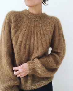 "713 Beğenme, 29 Yorum - Instagram'da m o n i k a (@micelfagain): ""🌰🧶🍁 Just as i wanted it to be @ petiteknit #sundaysweatermohairedition @petiteknit…"" Mohair Sweater, Wool Sweaters, Outfits Inspiration, How To Purl Knit, Knit Picks, Baby Knitting, Knitting Patterns, Knit Crochet, Instagram"