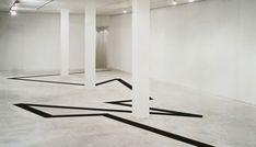 Michael Heizer, Negative Line, Fondazione Prada, Milano,1996. Foto: Attilio Maranzano.