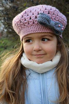 Návod: Baret s mašličkou Crochet Baby Hat Patterns, Crochet Baby Clothes, Crochet Baby Hats, Crochet Scarves, Crochet Beanie Hat, Crochet Cap, Beanie Hats, Hat Tutorial, Girl Outfits