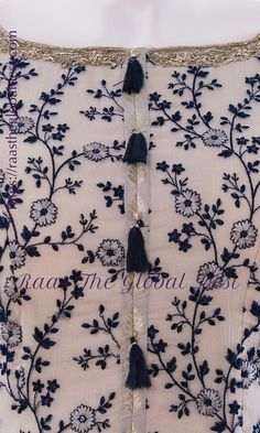 Embroidery On Kurtis, Kurti Embroidery Design, Bead Embroidery Patterns, Embroidery Fashion, Border Embroidery, Couture Embroidery, Machine Embroidery, Neck Designs For Suits, Sleeves Designs For Dresses