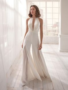 Surprise all with this amazing wedding jumpsuit! Modern, gritty and super glamour! [Dress: online on nicolemilano. Country Wedding Dresses, Princess Wedding Dresses, Boho Wedding Dress, Dream Wedding Dresses, Bridal Dresses, Sparkly Dresses, Backless Wedding, Modest Wedding, One Shoulder Wedding Dress