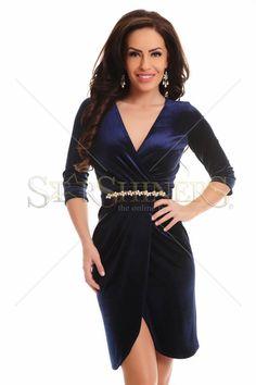 Rochie LaDonna Velvety Touch DarkBlue. Rochie LaDonna din catifea, mulata pe corp, cu maneci trei-sferturi si decolteu in V. Alege din colectia de rochii 2014-2015! Lungime 86 cm de la sub brat.