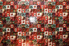 _blog-desenroladas-azulejo-tattoo-old-school-decoração-pavão-revestimento-3