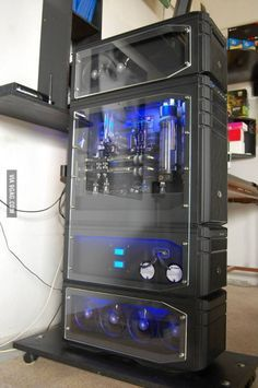 There are mid towers, full towers and then skyscrapers. There are mid towers, full towers and then skyscrapers. Gaming Pc Build, Gaming Pcs, Gaming Room Setup, Pc Setup, Desk Setup, Alter Computer, Computer Build, Computer Setup, Computer Technology