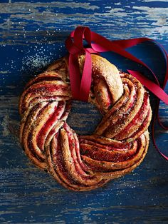 This Christmas raspberry sweet bread wreath is so festive and too good to eat! Christmas Bread, Christmas Desserts, Christmas Baking, Christmas Wreath Bread Recipe, Christmas Christmas, Festive Bread, Donna Hay Recipes, Babka Recipe, Braided Bread