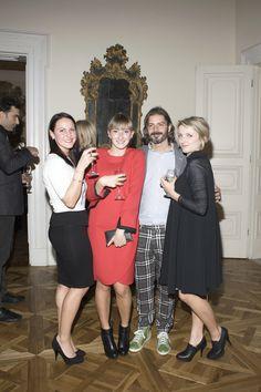 Andrea Moretti di Moatech Srl posa insieme a Giulia, Beatrice e Silvia - blogger di SBG Style