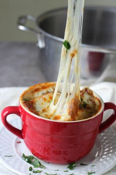 Perfect for a cold, rainy day! Slow-cooker French onion soup -Momo