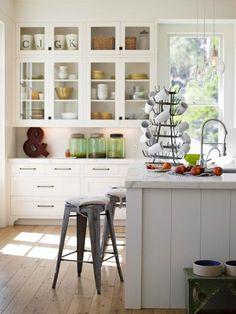 Pretty cottage kitchen {and I love that mug holder!}