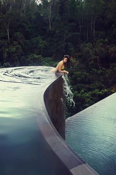 Infinity pool, #Bali.... let's make it a plan to someday go to this hotel...✨awwwww