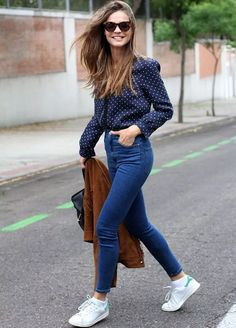 tenis-camisa-jeans