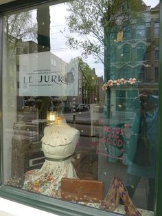 Le Jurk @ Vintage of the Future Springsnow etalage Czaar Peterstraat Amsterdam