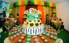 Estampas de zebra, onça e de bambu podem ser usados em diversos detalhes da festa. Os animais também estão presentes no topo do bolo. (créditos: Provence Fest)