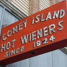Coney Island Sauce Since most hot dog vendors use a canned version of this magical condiment, this recipe will help you remember why this dog became so famous! Also amazing for creating a chili-cheeseburger or making sloppy joe's! Chilli Recipes, Hot Dog Recipes, Sauce Recipes, Copycat Recipes, Sandwich Recipes, Best Hot Dog Chili Recipe, Beef Recipes, Rub Recipes, Hamburger Recipes