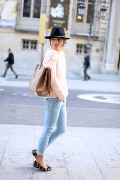 20 Casual Street Style Outfit Ideas. Easy hair, comfy sweater, cute cheetah print flats. Simple & quick outfit for when I'm running short on time which is ALWAYS!!!