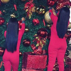 Only 7 Days until Christmas. Tag 2 friends who may need Holiday Hair. Shhhh! Don't tell but I think  going to give out some Holiday Prices stay tuned. #GlamorousMane #LaHair #LasVegas #bundles Models: @marceiltaughtme @chlomoneyy by glamorous_mane