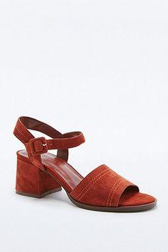 d093d1cba450c 88 meilleures images du tableau shoes   Heels, Sandals et Shoe