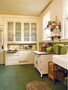 Vintage kitchen decor ideas help you to get a good idea of how to merge classic kitchen design with modern sensibilities. Take a look at these Vintage Kitchen Designs and judge for yourselves! Green Kitchen, New Kitchen, Awesome Kitchen, Kitchen Ideas, Kitchen Designs, Kitchen Buffet, Kitchen Flooring, Kitchen Furniture, Cheap Furniture