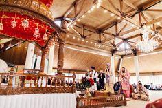 10a Indian Sikh wedding ceremony. More here - http://www.indianweddingsite.com/beautiful-illinois-fusion-sikh-wedding-almond-leaf-studios/