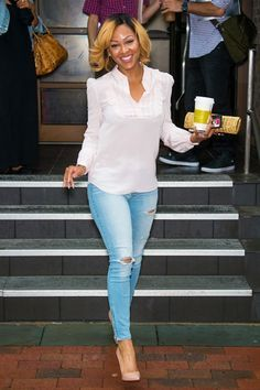 Meagan good in Long sleeve with blouse and pale skinny jeans Meagan good in Long sleeve with blouse and pale skinny jeans Chic Outfits, Spring Outfits, Fashion Outfits, Womens Fashion, Look Fashion, Autumn Fashion, Megan Good, Diy Mode, Mode Jeans