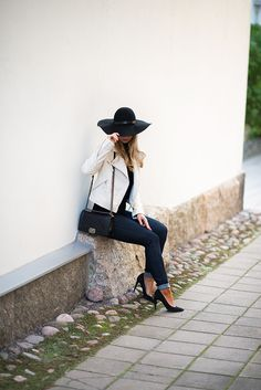 http://www.monasdailystyle.com/2014/10/16/outfit-hat/