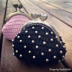 Virkade små bulliga portmonnäer by BautaWitch Mönster i bloggen. Knäppen, pärlor och garn i min webbshop: www.BautaWitch.com