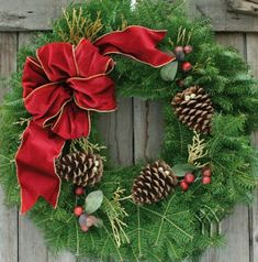 In this article, I detail 10 ways to decorate evergreen wreaths for the holidays. I also include instructions for making your own wreath from scratch with real boughs.